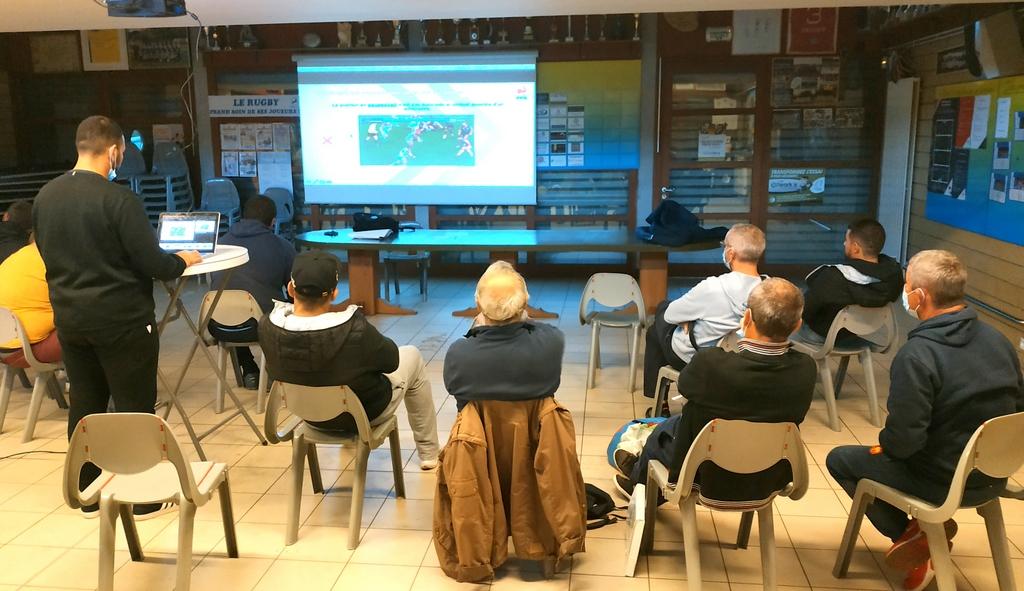 Les éducateurs de l'Ecole de Rugby du RC Blois se forment à la sécurité des joueurs